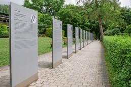 festspielhaus_bayreuth_festspielpark_gedenktafeln