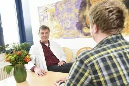 bayreuth kliniken bezirkskrankenhaus gesprächsszene