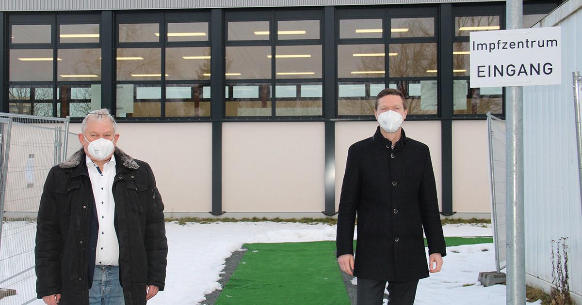 Corona-Virus in Bayreuth: MdB Hacker zu Gast im Impfzentrum