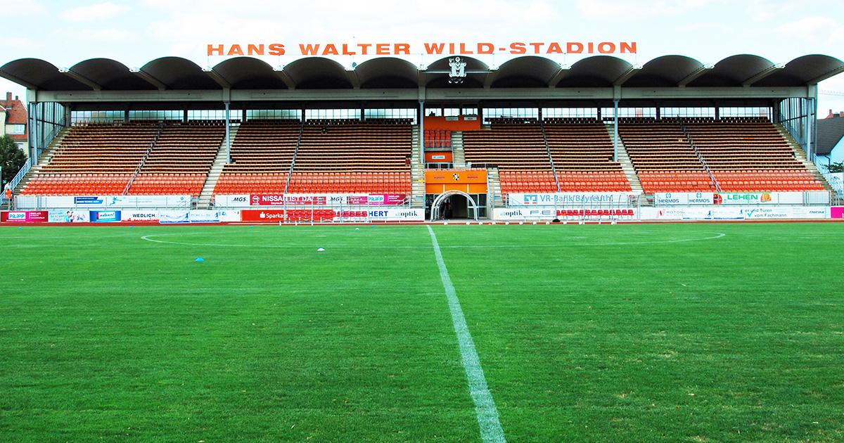 Lokalnachrichten in Bayreuth: Neues Fußball-Spielfeld im Stadion ist fertig